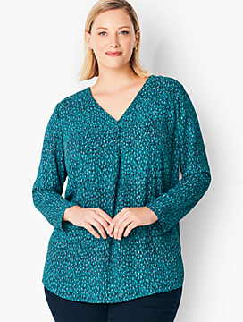 Plus Size Crepe Pleated Blouse - Textured Print