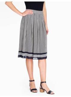 Diagonal Dashes Pleated Skirt